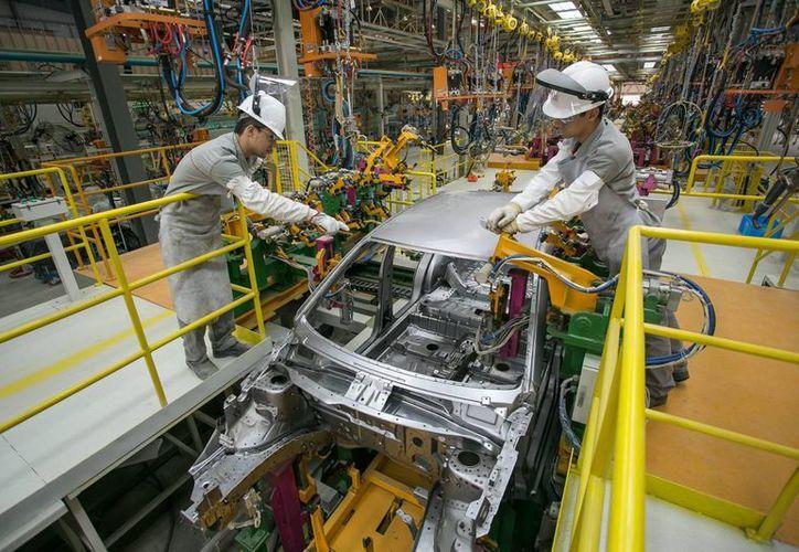 En el mes de agosto se produjeron 271 mil 406 vehículos en México, reportaron líderes de la industria automotriz. (Archivo/Notimex)