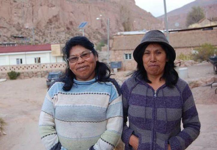 Las atacameñas Liliana Terán (izq), y su prima Luisa, las dos ingenieras solares de Chile (Marianela Jarroud/IPS)