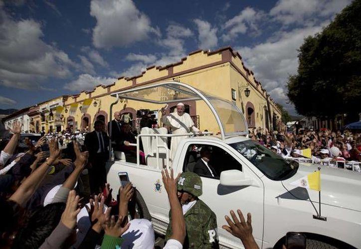El Papa Francisco ha causado gran expectación entre los mexicanos, incluso en los músicos y artistas quienes han creado diversos temas de bienvenida al Sumo Pontífice. (Archivo AP)