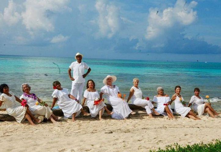 Los abuelitos ganadores se elegirán hoy en el Centro Cultural de Playa del Carmen. (Foto: Facebook)
