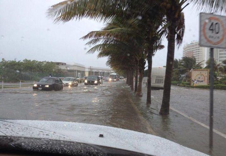 La zona de plaza La Isla es una de las afectadas debido a las fuertes lluvias. (Twitter:@zukogirl)