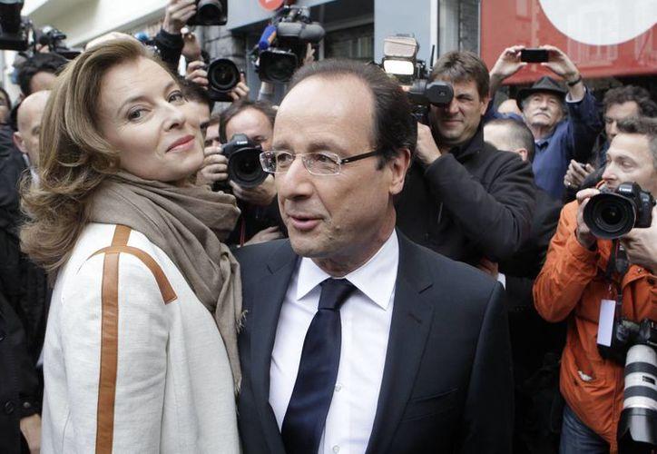 En Francia, la ruptura entre el presidente Hollande y la periodista Valerie Trierweiler no causó mucho revuelo. (Agencias)