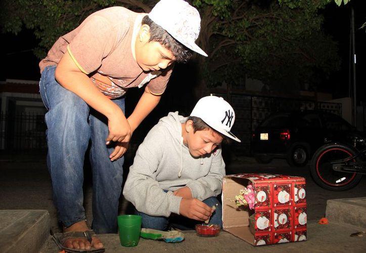 Inicia la tradicional 'ramada', mediante la cual los pequeños reúnen dinero para las fiestas decembrinas. (José Acosta/SIPSE)