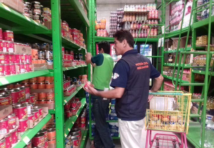 Inspectores de la Cofepris encontraron irregularidades sanitarias en 290 establecimientos de Quintana Roo.  (Daniel Tejada/SIPSE)