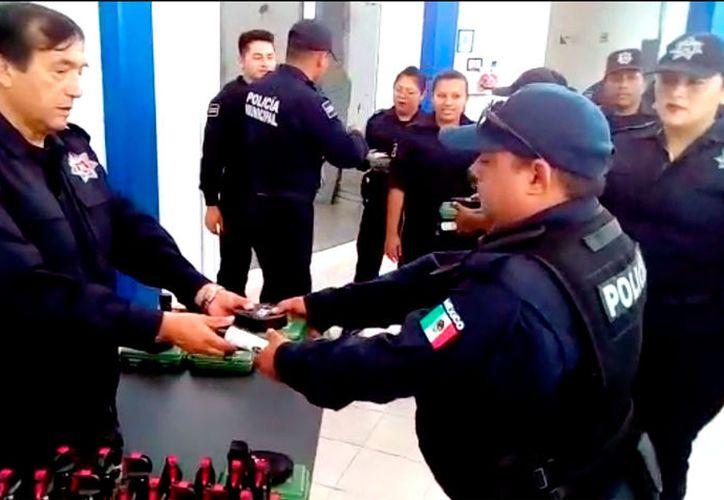 El equipo se hizo entrega a todo el personal incluyendo cadetes.
