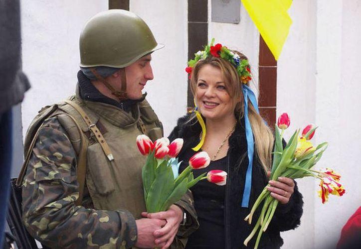 Las mujeres ucranianas iniciaron una campaña en la que incitan a sus compatriotas negarse a tener relaciones sexuales con hombres rusos (AFP)