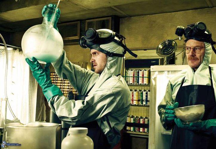 En la serie 'Breaking Bad', el protagonista fabricaba drogas para asegurar el futuro económico de su familia. (cinemaseries.es)