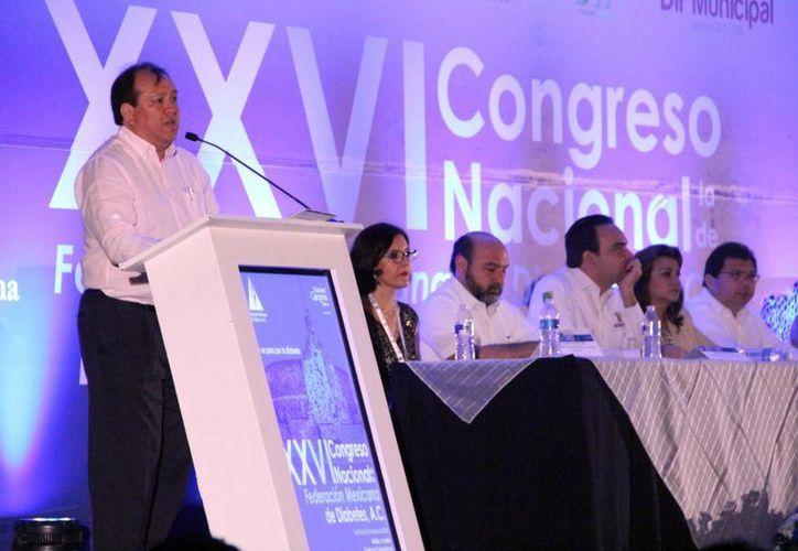Jesús Felipe González Roldán, durante su participación en el XXVI Congreso Nacional de Diabetes, en el cual señaló que siete de cada 10 personas adultas padecen sobrepeso. (José Acosta/SIPSE)