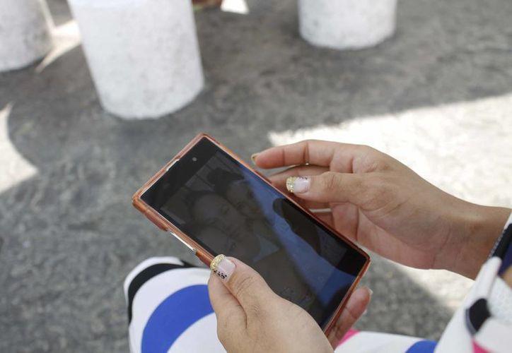 El uso del celular aún no se considera una adicción. (Yajahira Valtierra/SIPSE)