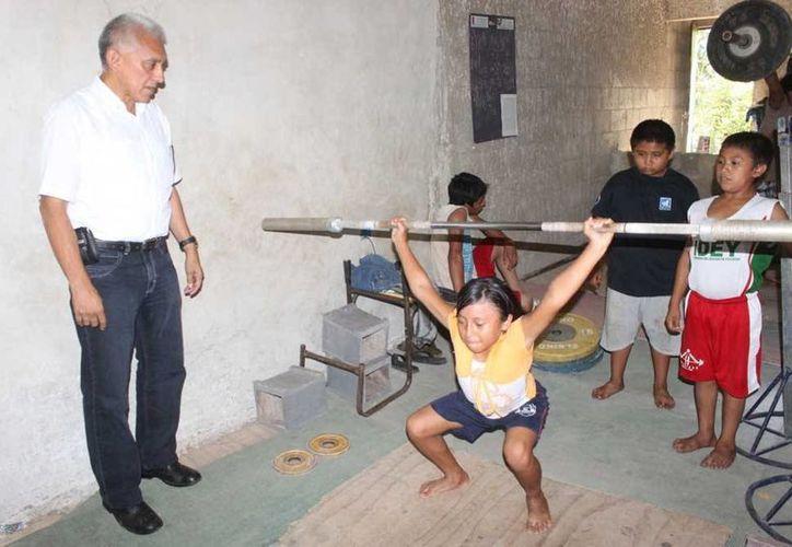 En el gimnasio actual entrenan 50 pesistas. (SIPSE)