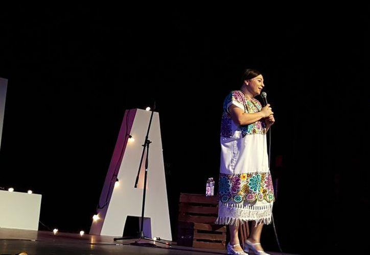 Tila hizo reír con sus tantas barbaridades a los cancunenses. (Jocelyn Díaz/SIPSE)