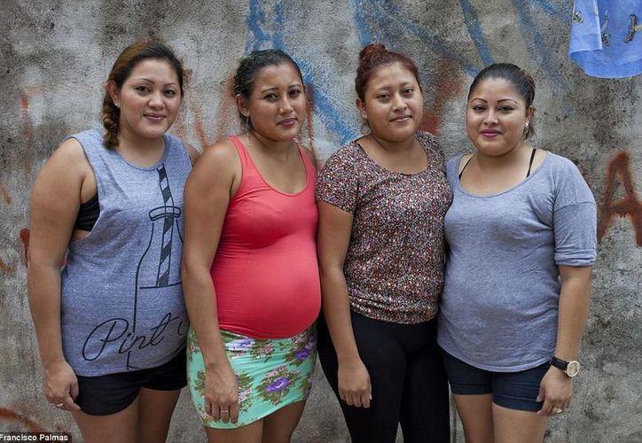 Milagros, de 30 años, fue la primera en rentar su vientre por motivos económicos. Al ver la ganancia, sus hermanas Martha, María y Paulina, también decidieron entrar al negocio. (dailymail.co.uk)