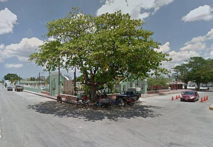 El policía Tercero Giovani L. X. U., pertenecía al Sector Poniente de la SSP y tenía casi 6 años de servicio. Se encuentra hospitalizado de gravedad. Fotografía del centro de Yobaín donde ocurrió el lamentable hecho. (Google maps)