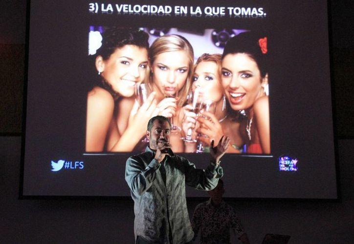 Rodolfo Tercero Fabre presentó su conferencia en la Universidad la Salle Cancún. (Tomás Álvarez/SIPSE)