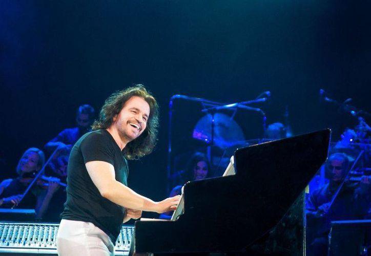 Yanni en el Mundo Maya Yucatán México 2013 es la página de Facebook creada por sus seguidores.