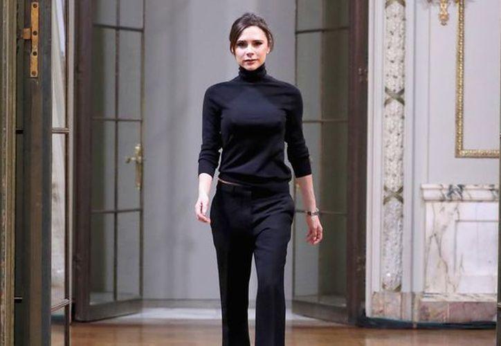 Victoria Beckham gasta mucho dinero en su rutina diaria de belleza (Harper's Bazaar).