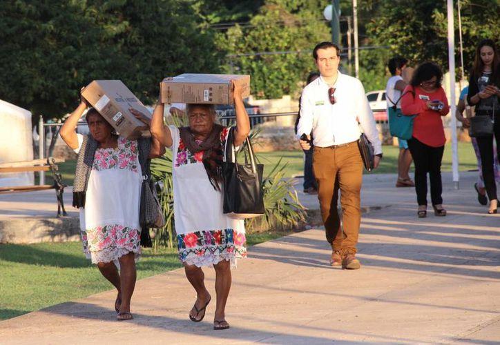 El presidente Enrique Peña Nieto presidió este jueves en Mérida la entrega de televisiones digitales previo al apagón analógico. (Fotos: Jorge Acosta/SIPSE)