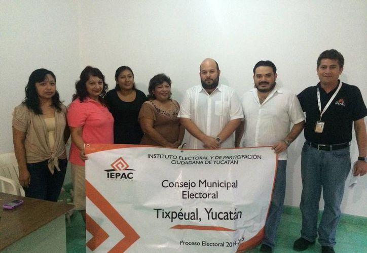 Imagen de los funcionarios del Iepac quienes avalan la instalación de los consejos electorales y distritales. (Milenio Novedades)