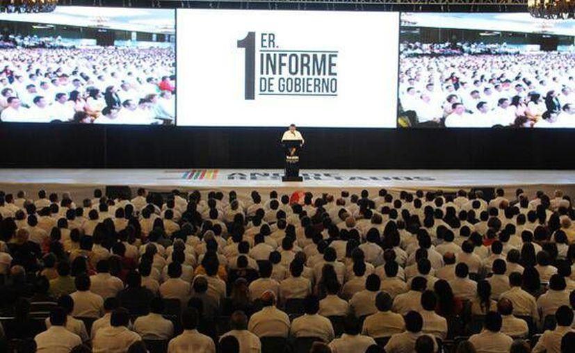 El mandatario informó que de los 227 compromisos que firmó, 54 ya fueron cumplidos y en 130 más hay tenemos avances. (Twitter.com/@RolandoZapataB)