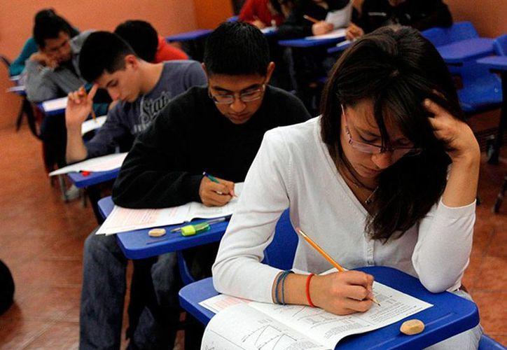 Este año, la SEP registró récord de alumnos de nivel medio superior que presentaron la prueba Enlace: 1.28 millones de estudiantes. (Imagen de contexto/excelsior.com.mx)