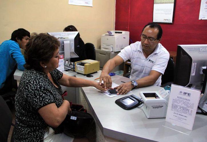 Miles de yucatecos ni siquiera han comenzado los trámites para el cambio de credenciales. (Milenio Novedades)
