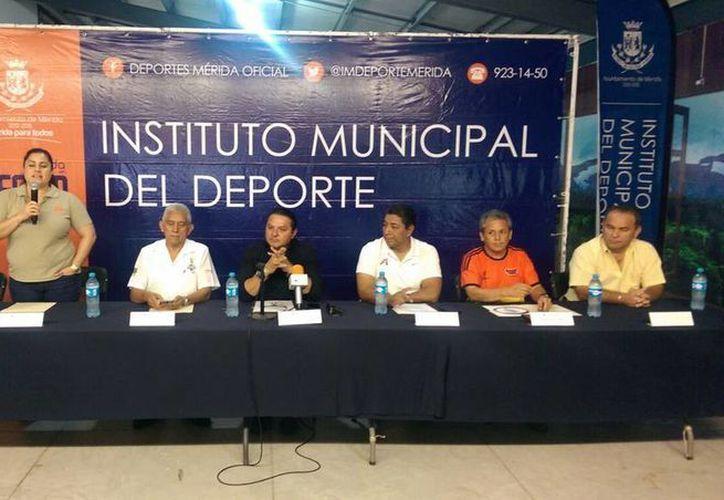 Imagen de la conferencia de prensa para el anuncio de la Tercera Carrera atlética del Cronista Deportivo. (Marco Moreno/SIPSE)