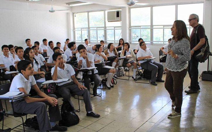 """Están próximos a egresar 850 alumnos del Centro de Bachillerato Tecnológico, Industrial y de Servicios 111 """"Leona Vicario"""". (Jesús Tijerina/SIPSE)"""