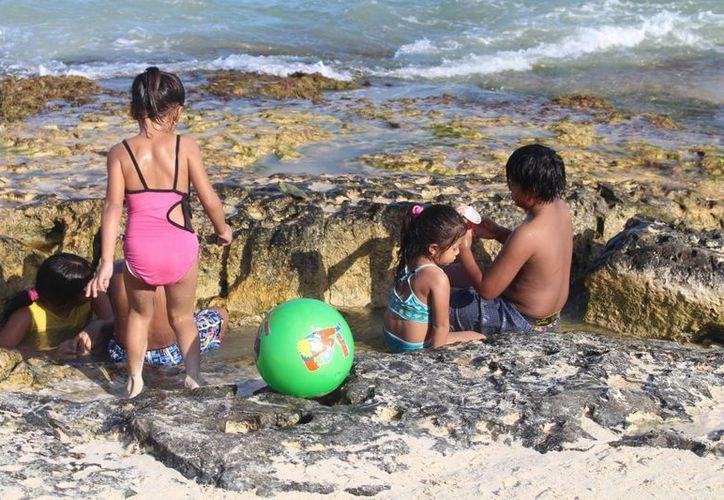 Exhortan a los padres a tener mayor cuidado con sus hijos cuando visiten la playa. (Yesenia Barradas/SIPSE)