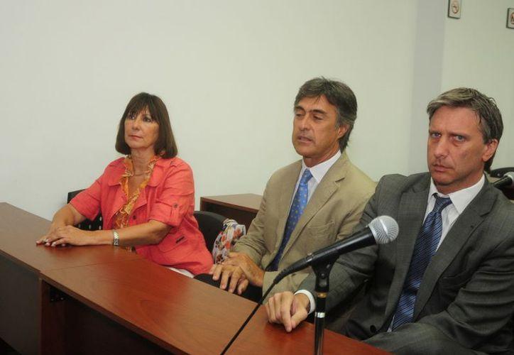La exministra argentina de Economía Felisa Miceli (i) durante su asistencia a un tribunal este 27 de diciembre. (EFE)