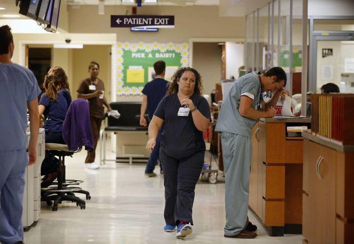 Miembros del personal del Memorial Hospital in Chattanooga, Tennessee, han elaborado un plan de acción contra el ébola. (Agencias)