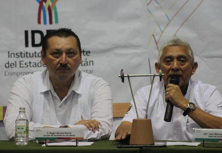 El alcalde de Valladolid, Roger Alcocer García, con el director del IDEY, Juan Sosa Puerto. (Milenio Novedades)