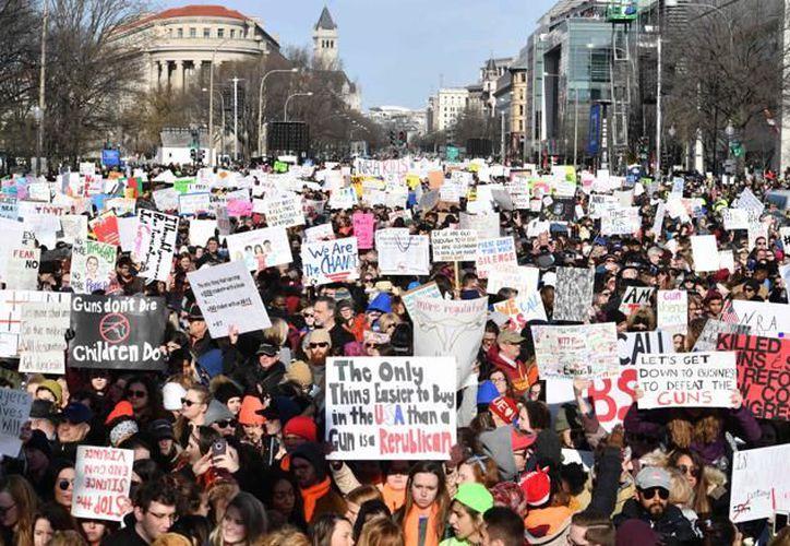 """La """"Marcha por Nuestras Vidas"""" concentró a decenas de miles de personas en Washington. Foto: AFP"""