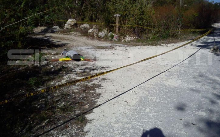 El cadáver fue trasladado en una carrosa de la funeraria Villafaña. (Redacción/ SIPSE)