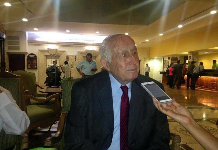Luis Héctor Álvarez Álvarez  presentó anoche su libro 'La política, júbilo y esperanza'. (Milenio Novedades)