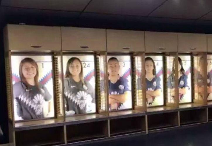 A través de su cuenta de Twitter, las Águilas presumieron cómo quedó decorado el lugar en el que sus chicas se prepararían para el juego. (Captura de pantalla /Twitter)