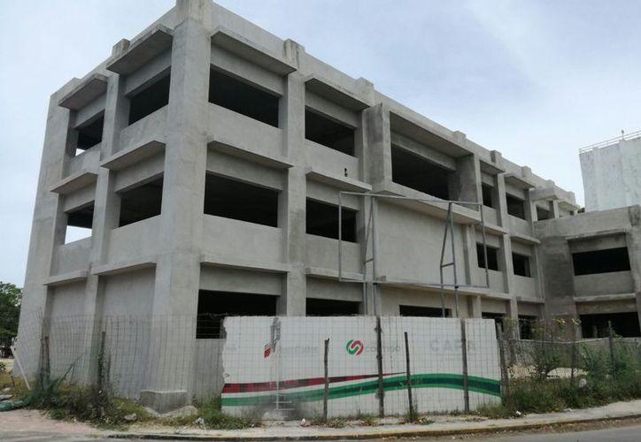 Para iniciar la construcción del edificio ubicado en la avenida Insurgentes, entre avenida Francisco I. Madero e Independencia, la inversión fue de 30.6 millones de pesos. (Foto: Ángel Castilla / SIPSE)