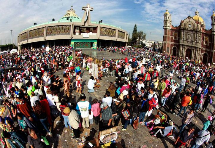 Miles de peregrinos acudieron a festejar a la Virgen de Guadalupe a la Basílica en la Ciudad de México. (Notimex)