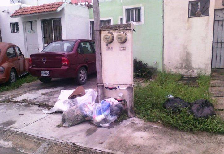 Las vecinas coincidieron en que se ha reportado el hecho pero la última respuesta que tuvieron fue que con el cambio de administración. (Redacción/SIPSE)