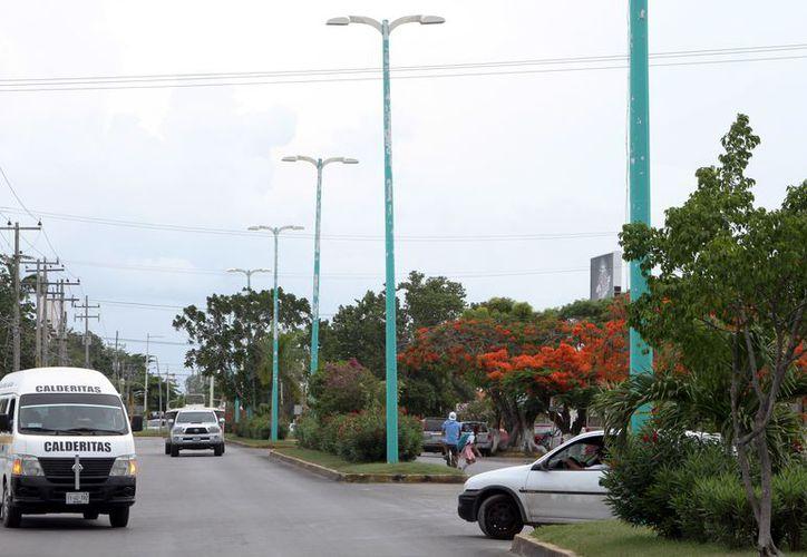 De acuerdo con la autoridad, la compañía no cumplió con el mantenimiento de aproximadamente 25 mil lámparas Led. (Joel Zamora/SIPSE)