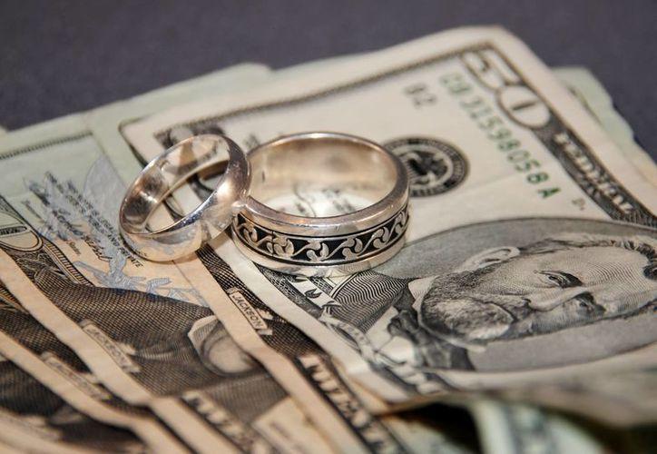 El dinero es un tema de pelea en las relaciones de pareja y puede llevar a terminar el matrimonio. (banqueando.com)