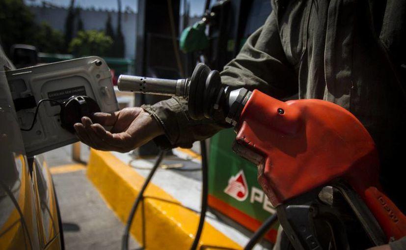 A partir del 2016, Hacienda debe determinar los precios de la gasolina con base en los cambios de los precios internacionales. (Archivo/Notimex)