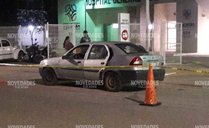 Autoridades hicieron el levantamiento del cadáver del automóvil donde era trasladado.