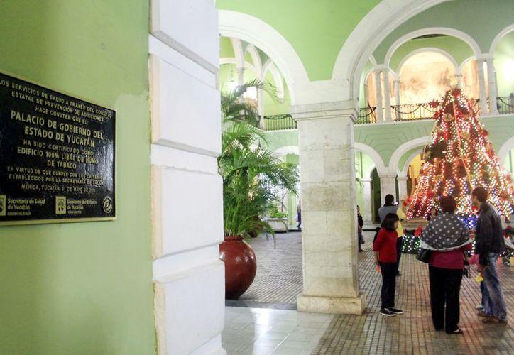 El Palacio de Gobierno es un edificio 100% libre de humo de tabaco. (Christian Ayala/SIPSE)