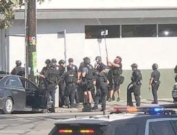 Shooting suspect in standoff at Los Angeles supermarket