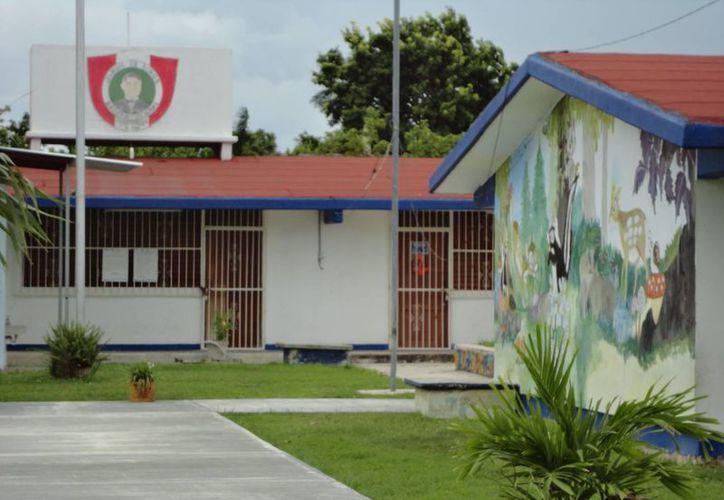 La revisión de 170 escuelas en el primer semestre del año, arrojó que el 15% de los institutos presentas deficiencias en el sistema eléctrico. (Harold Alcocer/SIPSE)