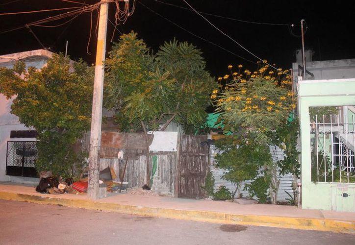 Agustín estaba tomando unas cervezas en su domicilio en la Región 90. (Redacción/SIPSE)