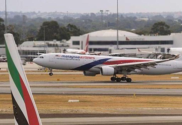 A pesar de los adelantos tecnológicos de localización y seguridad en las aeronaves, nadie parece saber qué le pasó en realidad al avión de de Malaysia Airlines. (Agencias)
