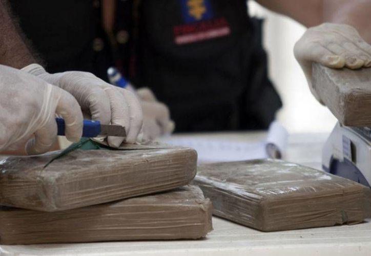 La pareja había dividido la droga en dos maletas. (Archivo/Reuters)