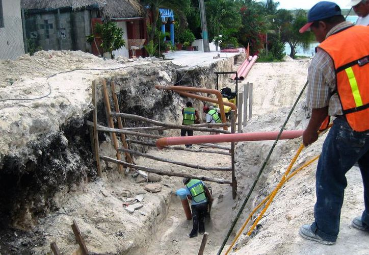 Desembolsa 250 mil pesos al mes para el tratamiento de aguas negras del drenaje sanitario. (Javier Ortiz/SIPSE)