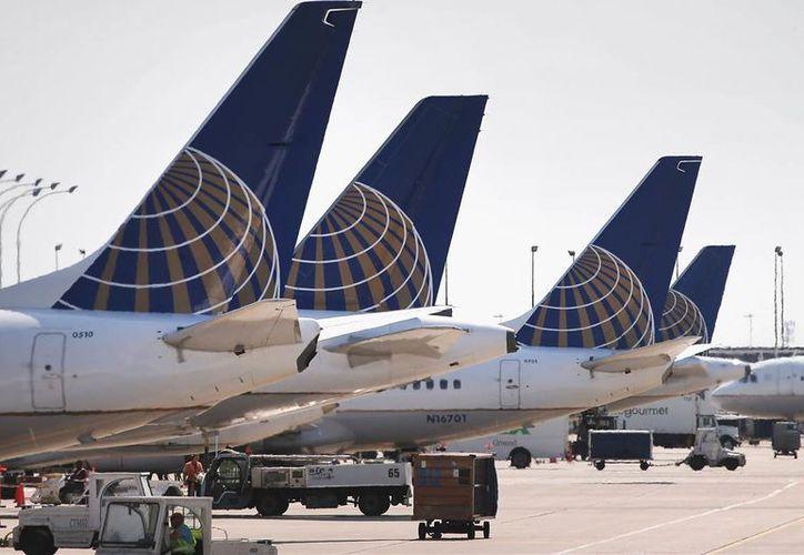 La aerolínea United Airlines  llegó a aun arreglo con David Dao, el pasajero que fue sacado a la fuerza del avión el 9 de abril pasado. (El Venezolano de Houston)
